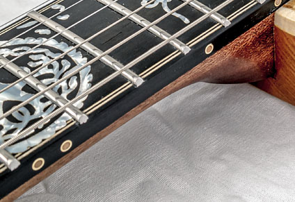 STAINLESS STEEL FRETS & BRASS SIDE DOTS